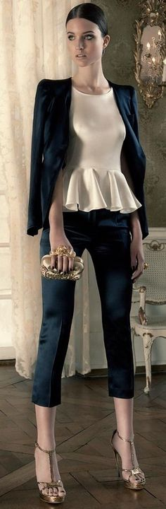 Alexander McQueen (Suit Jacket, Top, Shoes, Clutch & Ring) -Love this outfit Estilo Fashion, Look Fashion, High Fashion, Fashion Beauty, Womens Fashion, Fashion Trends, Dress Fashion, Fashion Clothes, Fall Fashion