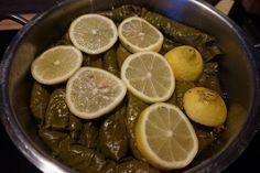 Entdecke mein step by step Rezept für original türkische gefüllte Weinblätter mit Hackfleisch und Minze | Zeytinyaglı Sarma -auf meinem Foodblog aus Köln.