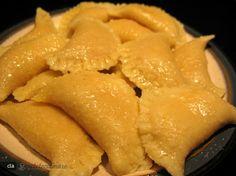 Coltunasi cu branza sarata Romanian Food, Healthy Recipes, Healthy Food, Food To Make, Goodies, Vegetarian, Favorite Recipes, Cheese, Cooking