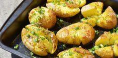 Încearcă să nu mănânci toată tava – Cartofi zdrobiți la cuptor, cu brânză, smântână și verdețuri Romanian Food, Calamari, Baked Potato, Potatoes, Baking, Ethnic Recipes, Potato, Bakken, Octopus