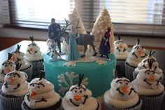 Frozen Cake with Olaf Cupcakes