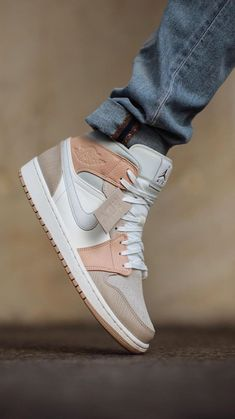 All Nike Shoes, Kicks Shoes, Adidas Shoes Women, Hype Shoes, Sneakers Fashion, Fashion Shoes, Jordan Shoes For Kids, Chukka Shoes, Swag Shoes