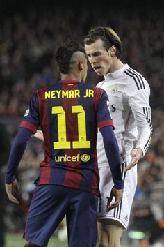 """Barcelona's Neymar argues with Real Madrid's Gareth Bale during a Spanish La Liga soccer match between FC Barcelona and Real Madrid at Camp Nou stadium, in Barcelona, Spain, Sunday, March Madrid Soccer Team, Madrid Football, Soccer World, Football Drills, Football Soccer, Neymar Jr, Lionel Messi, Fc Barcelona, Psg"