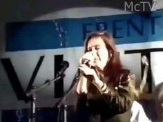 Le tiran huevos a Cristina Kirchner