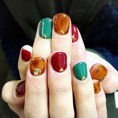 日本妞最近好愛,指尖上的大人味復古奢華:「琥珀指彩」。