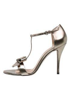 Diese feminine, filigrane Sandalette sorgt für freudiges Herzklopfen. Pura Lopez High Heel Sandaletten - gold für 154,95 € (06.02.16) versandkostenfrei bei Zalando bestellen.
