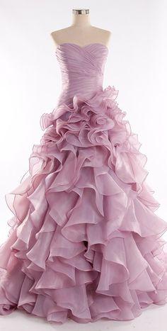 Prachtige handgemaakte bruidsjurk in de a lijn style. De jurk heeft een sexy split en de top is mooi en subtiel bewerkt. Te bestellen in alle maten.  Neem gerust contact met me op voor de mogelijkheden, ik ga graag voor je aan de slag!