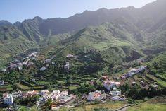 L'Anaga, la pointe nord de l'île de Ténérife, possèdeles paysages les plus sauvages et les plus verdoyants de l'île de Tenerife. Mais c'est également la zone la plus pluvieuse et la plus fraîche. Ses hautes montagnes, qui culminent à plus de 1000 m, forment une barrière naturelle qui arrêtent les nuages. Si le versant nord est humide, le versant sud est quand à lui beaucoup plus sec. Ainsi, c'est une région magique pour la randonnée : le paysage change constamment, en fonction de…