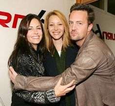 Courteney Cox-Arquette, Lisa Kudrow and Matthew Perry *Exclusive* Get premium, high resolution news photos at Getty Images Friends Funny Moments, Friends Cast, Friends Quizzes Tv Show, Friends Tv Show, Courteney Cox Arquette, Matthew Perry Friends, Lisa Matthews, Best Sitcoms Ever, Friends Wallpaper