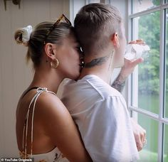 Hailey Bieber admits Justin 'was not very involved' with wedding planning and 'basically showed up' Hailey Baldwin Model, Haley Baldwin, Hayley Bieber, Love Justin Bieber, Justin Hailey, My Beautiful Friend, Couple Aesthetic, Cute Couple Pictures, Old Models