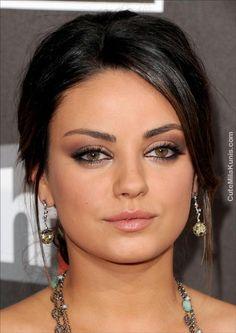 mila kunis' eye makeup is stunning!