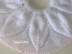 Myknittingdaily: Knitting Cape Capelet S - Diy Crafts - maallure Baby Cardigan Knitting Pattern, Baby Knitting Patterns, Baby Patterns, Free Knitting, Baby Poncho, Baby Pullover, 2 Baby, Baby Kind, Poncho With Sleeves