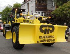Baumaschine BG 240T-4/TA-4 wird hier in Nordhausen gebaut Früher hat die Nobas Bagger gebaut Bild habe ich beim Umzug 2012 im Juni in Nordhausen gemacht. Juni, Monster Trucks, Vehicles, Heavy Equipment, Moving Home, Crane Car, Baggers, Car, Vehicle