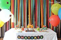 cortina-de-papel-crepom para painel da mesa do bolo