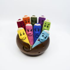 Gratis hækleopskrift - Hæklet farveblyant.  Free Danish crochet pattern - Colorpencil, Iphone 6 Covers, Dip Dye, Colored Pencils, Free Crochet, Cuff Bracelets, Diy And Crafts, Crochet Patterns, Handmade, Danish