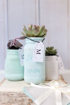 Mother's Day mason jar planter & gift tag. Mother's Day gift ideas with plants. Mother's Day free gift tag printable. Mother's Day gift ideas with jars.