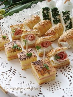 Party zalogajčići - Hladna predjela i salate Snacks Für Party, Appetizers For Party, Appetizer Recipes, Snack Recipes, Cooking Recipes, Macedonian Food, Party Sandwiches, Serbian Recipes, Tapas