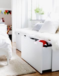 Nouvelle collection Ikea 2015 : pratique le banc-rangement / 2015 Ikea Catalog : drawer bench . Plus de photos sur Côté Maison http://petitlien.fr/7dwt