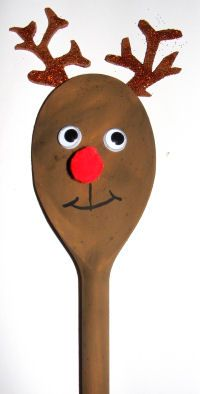 #Christmas Craft Wooden Spoon Rudolph. Would look good used as a decoration to wrap Grandma's gift :)