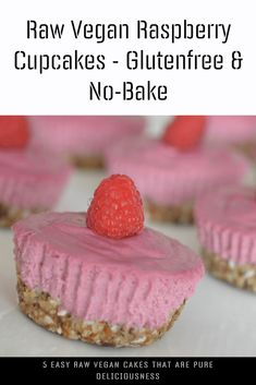 Raw food again, raw raspberry cupcakes this time! I hope you don't get sick of it, cause we're hooked on raw these days! Easy & No-Bake! Raw Vegan Cake, Raw Cake, Vegan Food, Vegan Raw, Vegetarian Recipes Easy, Raw Food Recipes, Cake Recipes, Raspberry Cupcakes, Cheap Meals