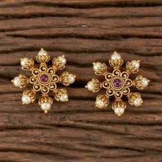 Jewelry Design Earrings, Gold Earrings Designs, Gold Jewellery Design, Small Earrings, Necklace Designs, Indian Earrings, Indian Jewelry, Gold Mangalsutra Designs, Gold Ring Designs