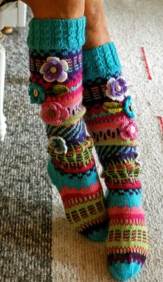 Ankortit: - - no pattern Wool Socks, Knitting Socks, Hand Knitting, Knitting Patterns, Crochet Patterns, Freeform Crochet, Knit Crochet, Irish Crochet, Yarn Crafts