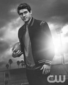 All American Photos Mike Montgomery, Pretty Little Liars, Pretty Boys, All American Boy, American Photo, Cody Christian, Teen Wolf, Jason Dilaurentis, American Wallpaper