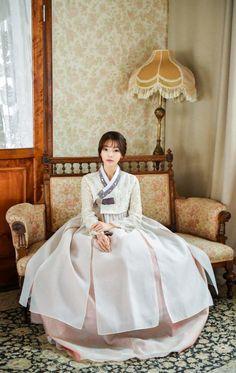 Korean Fashion – How to Dress up Korean Style – Designer Fashion Tips Korean Traditional Dress, Traditional Fashion, Traditional Dresses, Korean Dress, Korean Outfits, Korean Fashion Trends, Asian Fashion, Fashion Ideas, Fashion Outfits
