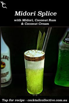 Midori Splice is the perfect summer drink, cause it tastes as good as it looks, with Midori, Coconut Rum, Pineapple Juice and a top layer of Coconut Cream. Liquor Drinks, Cocktail Drinks, Cocktail Recipes, Beverages, Malibu Coconut, Coconut Rum, Midori Cocktails, Recipe R, Drinks Alcohol Recipes