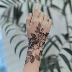 Half Sleeves Tattoo Generator Sleevetattoos – tattoos for women half sleeve Armbeugen Tattoos, Finger Tattoos, Body Art Tattoos, Small Tattoos, Sleeve Tattoos, Tatoos, Simple Hand Tattoos, Wrist Tattoos For Women, Tattoo Main