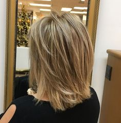 Shoulder-Length Cut With Layers – Frauen Haare Hairstyles Haircuts, Cool Hairstyles, Middle Hairstyles, Braided Hairstyles, Formal Hairstyles, Wedding Hairstyles, Virtual Hairstyles, Gorgeous Hairstyles, Hairstyles Videos