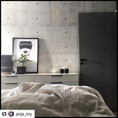 Alt må ikke være hvitt. Det blir så lekkert med røff vegg og grå dører som her hos @anja_my  #swedoor #swedoorno #semindør #mindrømmedør #endørgjørforskjell #jegelskerdører #stable  #dør #innerdør #ytterdør #interiør #innredning #inspirasjon #boligunivers #nybygg #renovering #oppussing #nyedører #boligmedstil #nordicliving #dørløsninger #dørunivers