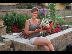 Growing Garlic in Containers - 5 Easy Steps // Growing Your Fall Garden #8 - YouTube