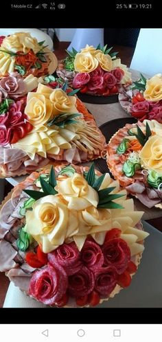 No Cook Appetizers, Appetizer Recipes, Snack Recipes, Dinner Is Coming, Food Carving, Sandwich Cake, Party Platters, Food Trays, Edible Arrangements