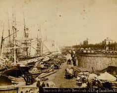 Junto a estas líneas, el muelle de pescadores de la Barceloneta en una imagen tomada entre 1880 y 1889.