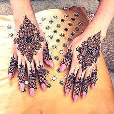 1555 Best Henna Mehndi designs images in 2020 Arabic Henna Designs, Mehndi Designs For Girls, Unique Mehndi Designs, Beautiful Mehndi Design, Henna Tattoo Designs, Bridal Mehndi Designs, Bridal Henna, Indian Bridal, Unique Henna