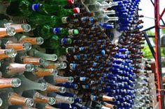 """Ecco un esempio di #riciclo """"costruttivo"""": La """"Bottle House"""" costruita utilizzando 6 MILIONI di bottiglie di birra"""