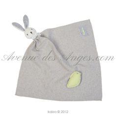 #Doudou mouchoir lapinou - #Kaloo Zen: une petite couverture à câliner avec un lapin aux longues oreilles, et toute la douceur des peluches et doudous Kaloo. http://www.avenuedesanges.com/fr/kaloo-zen/3685-doudou-mouchoir-lapinou-4895029627309.html