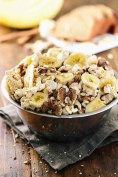 Banana Bread Flavored Popcorn Snack - A wholesome portable snack with warm spices, walnuts and banana chips that adults and kids will enjoy! Snacks To Make, Easy Snacks, Yummy Snacks, Snack Recipes, Banana Recipes, Delicious Recipes, Popcorn Snacks, Flavored Popcorn, Pop Popcorn