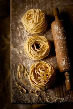 New pasta photography food styling tagliatelle 43 ideas Think Food, Love Food, Pasta Casera, Dark Food Photography, Cooking Photography, Photography Photos, Fresh Pasta, Homemade Pasta, Food Design