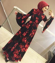 La robe  rouge hijab Hijab Dress Party, Hijab Style Dress, Hijabi Gowns, Hijab Fashion, Fashion Dresses, Stylish Gown, Moslem Fashion, Mode Abaya, Muslim Dress