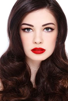 cat-eye-red-lips - All time favorite look!