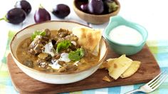 Aromatic curry dinner recipes make a great weekday treat and this lamb and brinjal variation with coconut does just the trick. Lamb Recipes, Meat Recipes, Indian Food Recipes, Dinner Recipes, Cooking Recipes, Recipies, Curry In A Hurry, Curry Stew, Banting Recipes