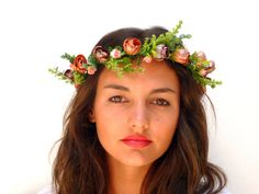 This wonderful flower crown are handmade. From deep red and coral pink flowers and leaves. Tethered on a flexible wire, very comfortable to bend