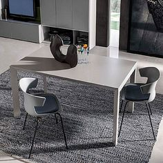Modern, total white, simple and luxury. My Italian Living. Modern Dining Table, Dining Tables, Magic House, Contemporary Furniture, Corner Desk, Furniture Design, Minimalist, Santa Lucia, Living Room