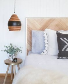 Ideas Diy Furniture Bedroom Bed Head Boards For 2019 Black Bedroom Furniture, Bedroom Furniture Makeover, Wood Bedroom, Master Bedroom Design, Wood Headboard, Diy Furniture, Furniture Design, Bedroom Decor, Bespoke Furniture