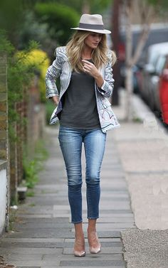 la modella mafia Rosie Huntington Whiteley street style in a Maison Michele fedora, printed blazer and nude pumps 1