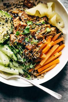 Dynamite Sushi Bowls! just like a dynamite roll, but easier and healthier with tofu, avocado, cucumber, ginger, brown rice, and spicy mayo. Vegetarian / easily made vegan.