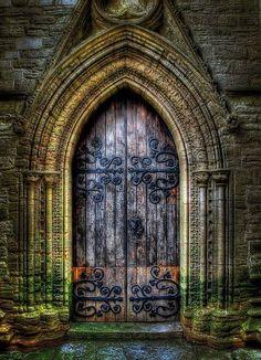 Puerta gótica