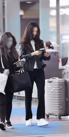 Best New Korean Women& clothes Tips 2205126442 in 2020 Pop Fashion, Asian Fashion, Winter Fashion, Fashion Looks, Fashion Outfits, Womens Fashion, Korean Airport Fashion, Jennie Blackpink, Airport Style